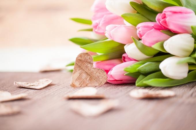 Frühlingsstrauß Blumen Tulpen Herzen