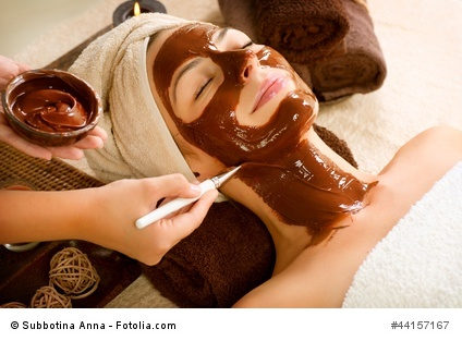 Chocolate Mask Facial Spa Applying